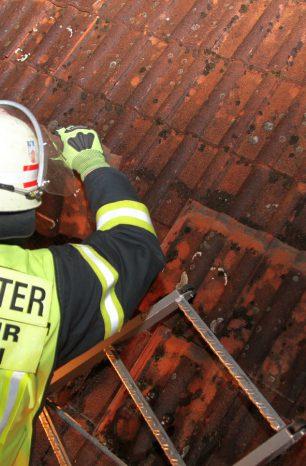 Dachziegel stürzen in Moringen vom alten Ratskeller