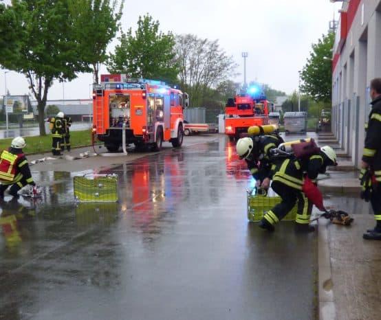 Übung: Explosion in Tischlerei in Einbeck