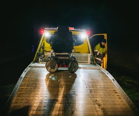 Retter holen Rollstuhlfahrer aus zwei Meter tiefem Graben