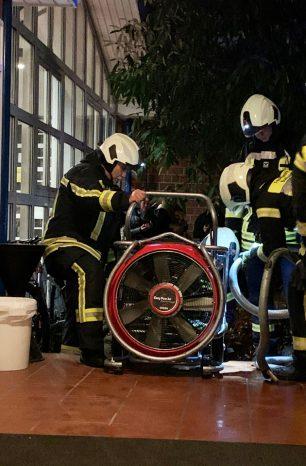Halle evakuiert: Tierabwehrspray löst Großeinsatz aus