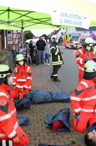 Tischlerei in Vollbrand: Übung von Feuerwehr und Rettungsdienst