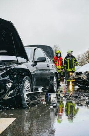 Unfall auf B445 bei Kalefeld: Autos stoßen zusammen