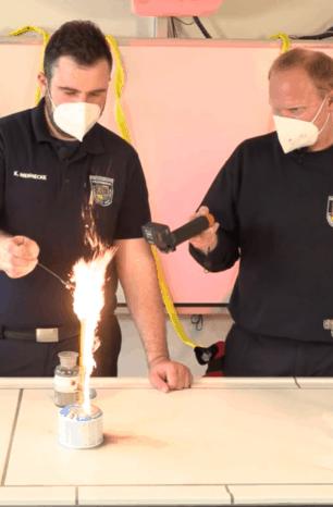 #ExperimenteFreitag: Unsere Videoreihe aus dem Chemieraum